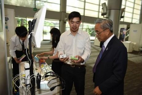 Prof. Pairash Thajchayapong visiting gSIC projects
